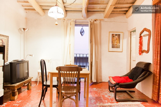 Penthouse centrally rustic bohemian in Barcelona da $76 per notte