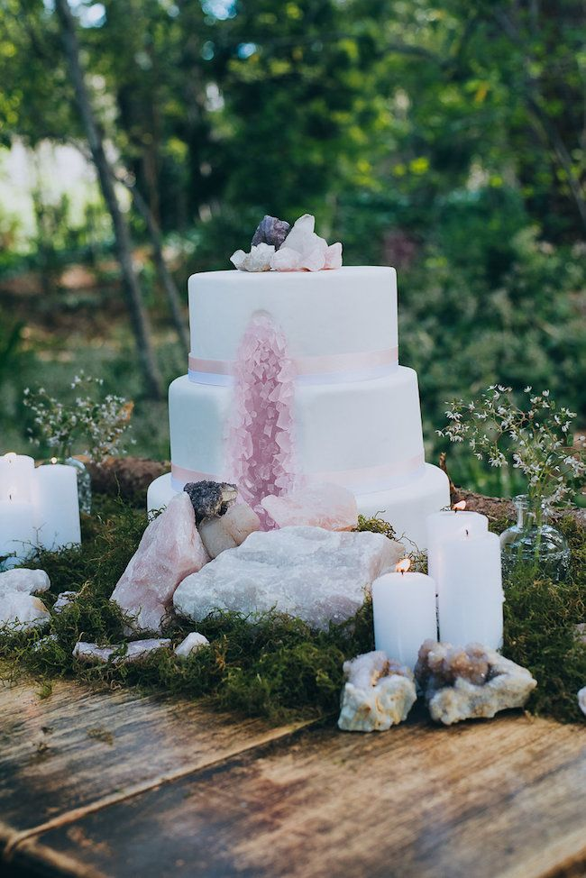 Eclectic Earth: Geode and Crystal Wedding Ideas. Wedding cake of geode and crystals wedding. Click for more ideas: http://www.confettidaydreams.com/geode-and-crystal-wedding-ideas/ via @confettidaydreams Styling: HAPPINEST Photography Lauren Pretorius