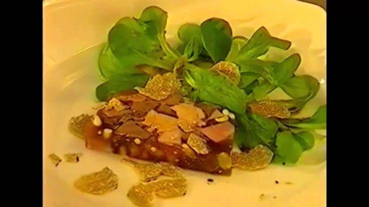 """Decimo menu """"Leggerezza"""" tratto dal mio libro """"Carnia la mia terra, sedici ricette e altre storie"""". Per vedere tutti i video: http://fulviodesanta.altervista.org/i-miei-video  Decimo menu """"Leggerezza"""" - Insalata di mela verde, arancia finocchi e melograno - Petto di pollo alle erbe aromatiche - Insalata di pesche all'amaretto"""