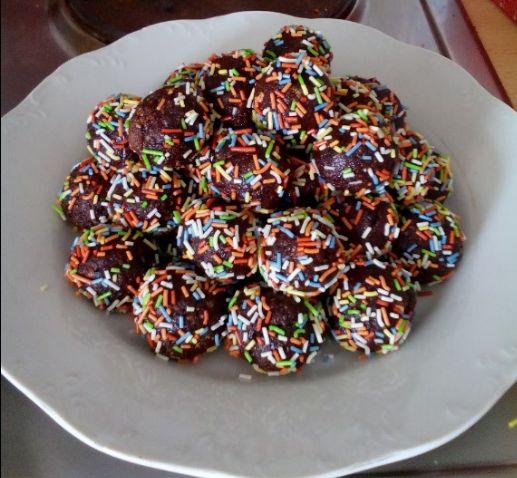 Πολύχρωμα τρουφάκια: Ένα γλύκισμα όλο... γλύκα! Και νηστίσιμο...