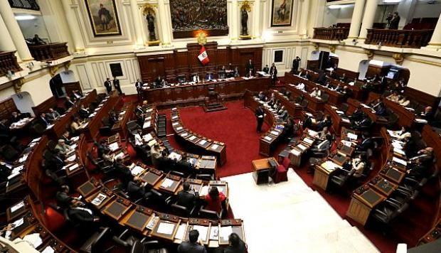 Congreso aprueba ley de presupuesto público para el 2017-Impuesto a la renta subiría al 5% para peruanos en el extranjero