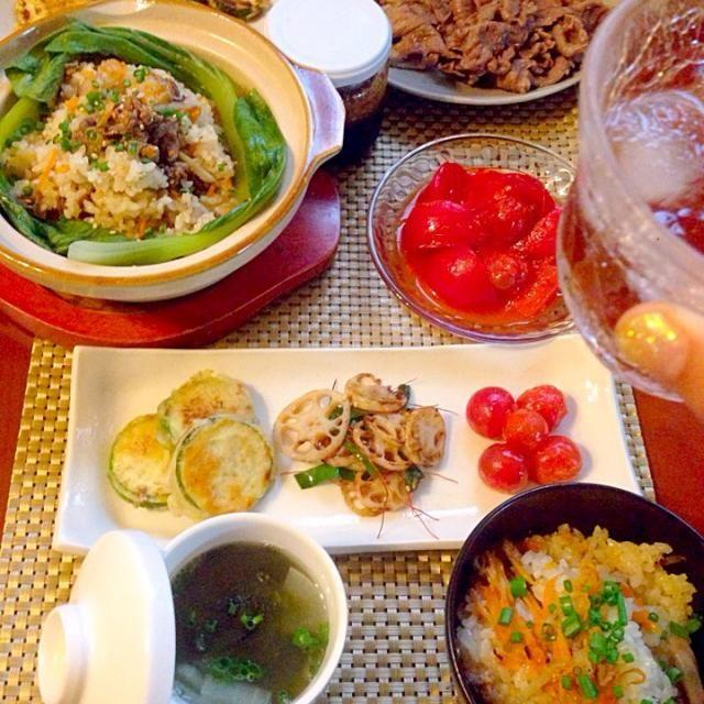 ちょうど少なくなったタレも作れて万歳ヽ(´∀`)ノ チビ〜ズも大好きなお料理たくさんで喜んで頬張ってます 素敵美味しいレシピありがとうございます❗️食後の運動にお届け、雨降らないでおくれ〜 - 95件のもぐもぐ - Today's Amigo's Korean Dinnerホバクジョン・ダシダで蓮根炒め・トマトキムチ・焼肉・牛肉炊き込みご飯・大根とワカメのスープ by honeybunnyb