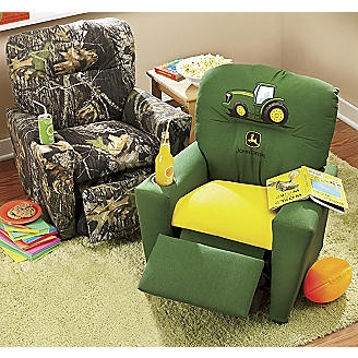 It would be SO cute to have 3 of these and one for Clark in the man cave! And one pink camo chair for me :)