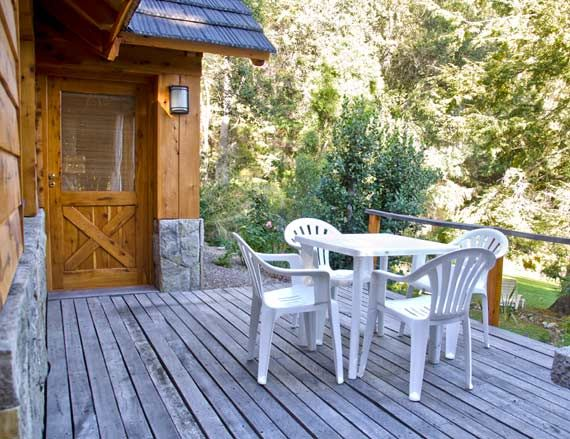 Deck con parrilla y vista al bosque Acqua & Terra