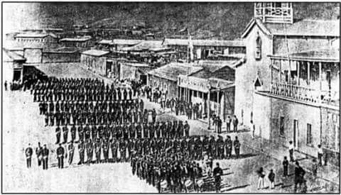 Un viernes 14 de febrero de 1879, se llevó a efecto la reivindicación de Antofagasta cuando tropas de Artillería de Marina desembarcan en el puerto de esa ciudad. En la imagen, el 3° de linea formado en Plaza Colon, Antofagasta.
