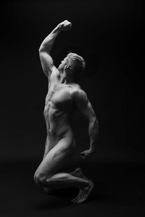 naked-men-pose