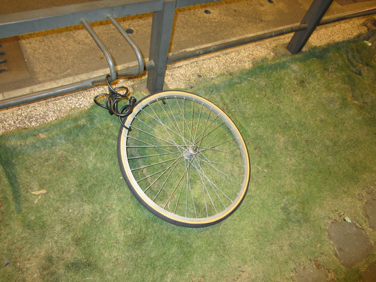 A little bike theft in Kaohsiung. LOL