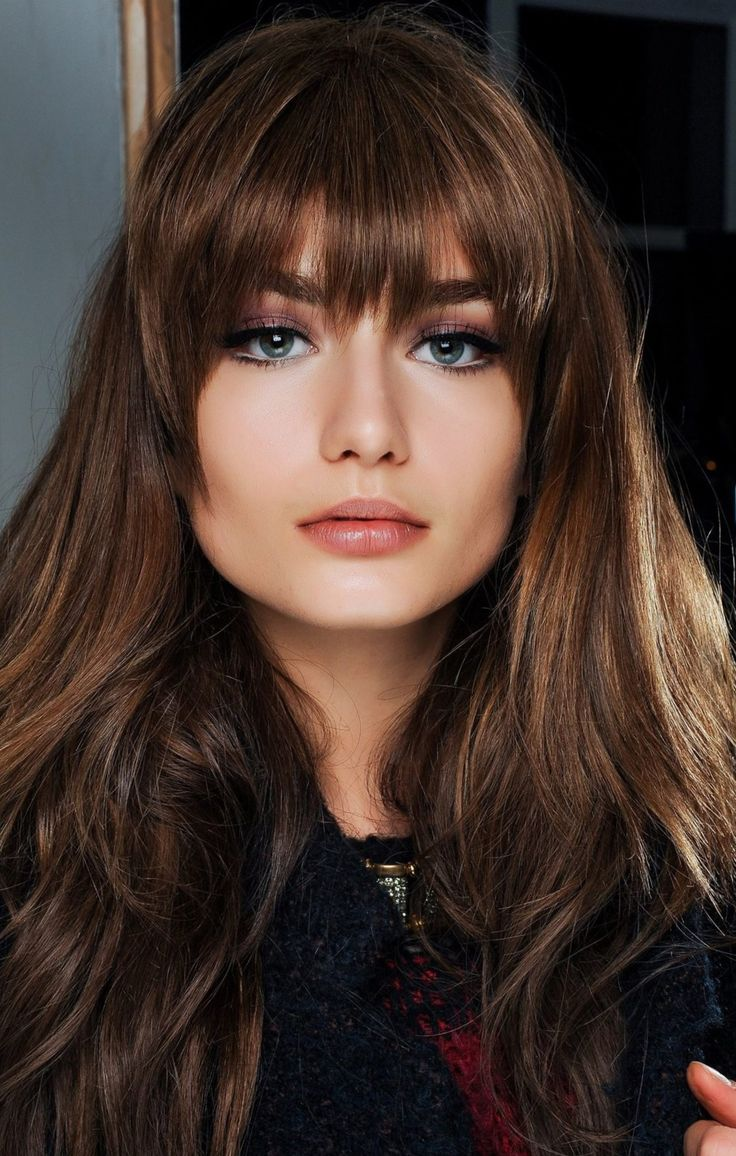 Длинные волосы с челкой 2017 - http://popricheskam.ru/206-dlinnye-volosy-s-chelkoj-2017.html. #прически #стрижки #тренды2017 #мода #волосы
