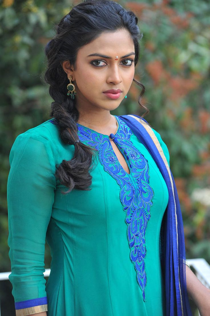 Telugu4u.Net - Amala Paul in Iddarammayilatho - Actress Mobile