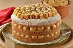 Coloque uma camada do bolo sobre o prato e recheie com doce de leite. Repita o procedimento mais ...