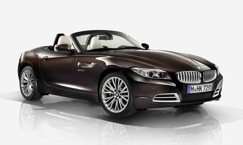 #BMW #Z4. Elle répond avec brio à toutes les exigences du quotidien. Le toit rigide rétractable Individual vous permet de profiter du plaisir de conduire typique d'un roadster.