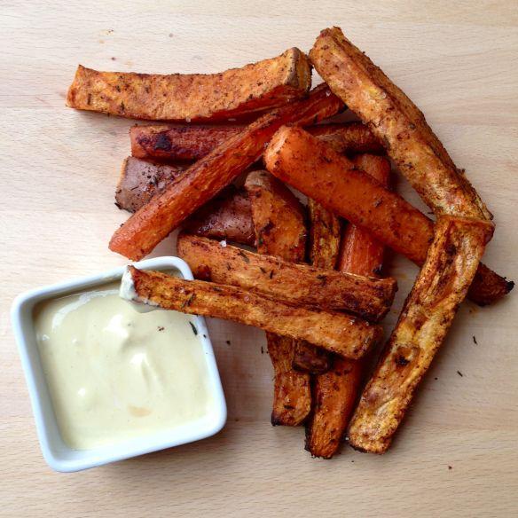 Zoete aardappel (bataat) en wortel frietjes.