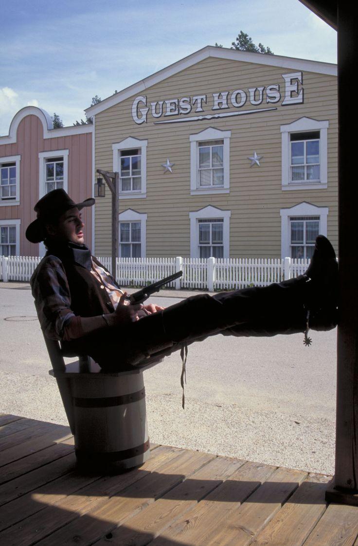 Disney Hotels, Hotel Cheyenne - Exterior With Cowboys, Disneyland Paris