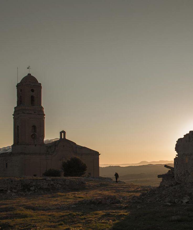 El Poble Vell de Corbera amb les primeres llums del dia.