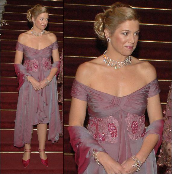 Eenmaal gedragen kleding: paarse cocktailjurk   ModekoninginMaxima.nl