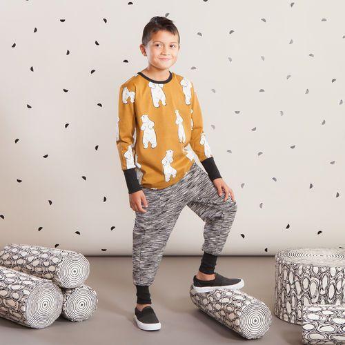 SPACE housut junior, musta-harmaa| NOSH Lasten talvimallistossa seikkailevat lempeän pehmeät jääkarhut, graafiset raidat ja ilmeikkäät leikkaukset. Tutustu mallistoon ja tilaa verkosta, NOSH vaatekutsuilta tai edustajalta www.nosh.fi / (This collection is available only in Finland )