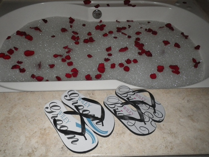 Bride and Groom flip flops for honeymoon #UnlimitedRomance
