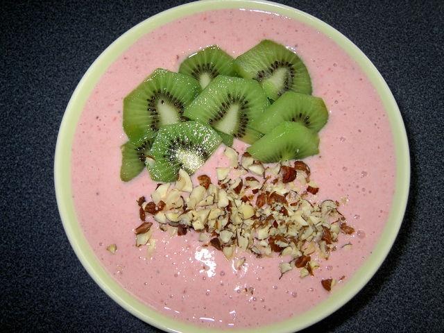 Hedelmäinen jogurttirahka-aamupala. Reseptin loihti Kotikokki.netin nimimerkki Samarina