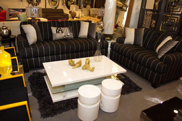 Juego de sala con sof de 2 y 3 plaza rayado y con cojines - Cojines decorativos para sofas ...