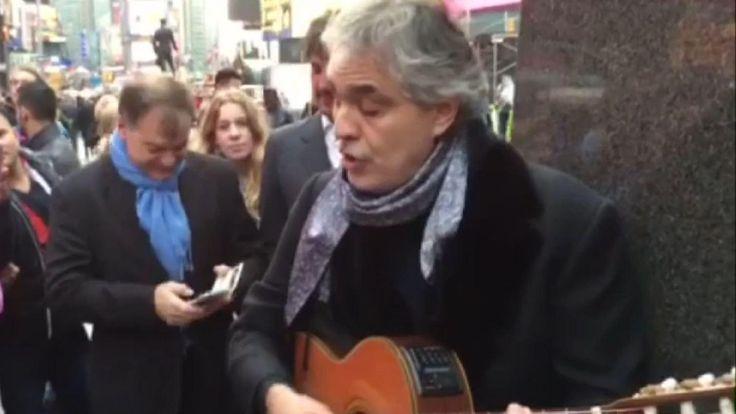 Andrea Bocelli - Le chanteur a récolté 500 dollars (460 euros) pour les sans-abri de la ville de New York.