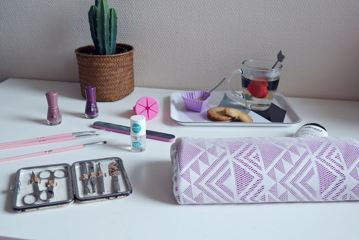Venez passez un moment de détente sur le blog avec une jolie séance de manucure grâce à la boutique néejolie.