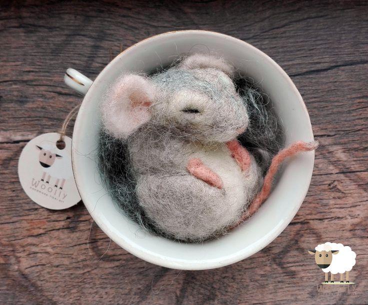 Tűnemezelt állatkák gyapjúból. Needle felted animals. #needlefelted #animals #sleepymouse #wool #handmade
