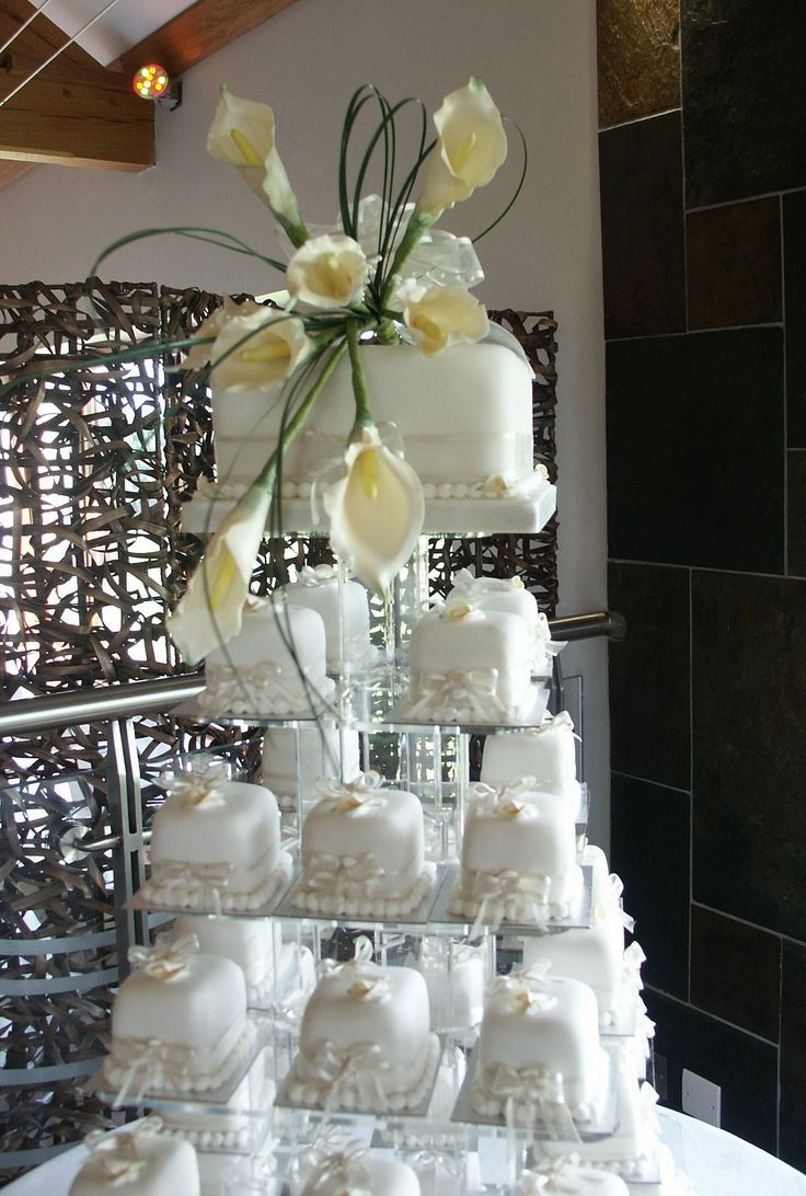 Thank You Guests With Their Own Mini Wedding Cake Display Of Cakes Arum Lily