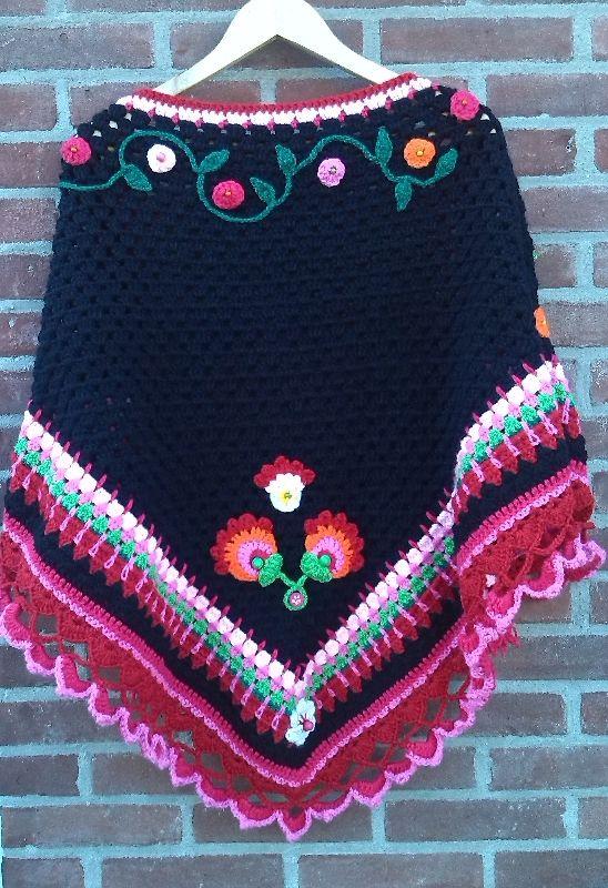 Blomster Felt shawl