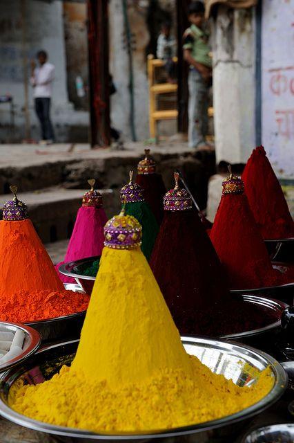 "India  .... Madhya Pradesh  .... Orchha ..... stand of colors ""tikka powder"" to the market  ..... by M Majakovskij"