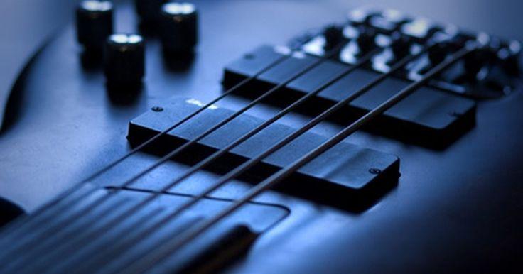 Como compor uma música com três acordes. Compor uma música permite que você se expresse tanto nas palavras como na melodia. Muitas músicas do pop e do rock podem ser tocadas com apenas três acordes. Para compor uma música, você precisa conhecer as escalas musicais. Aqui vão algumas dicas para compor uma música com três acordes.