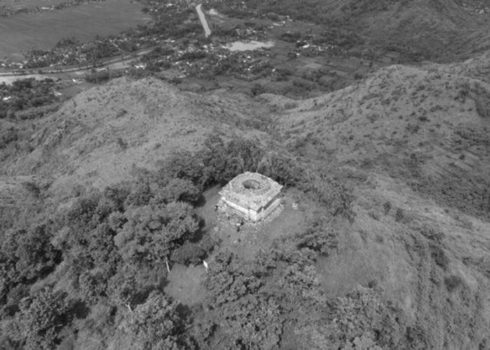 Mahavedi yang Memahkotai Puncak Tertinggi Walikukun Kawasan Arkeologis Bukit Walikukun  Sub-area Selatan Tulungagung seakan bentangkan perbukitan panjang, yang membentuk garis poros alamiah barat-timur. Diawali dengan : (1) Gunung Budheg (Cikrak) pada posisi ujung barat. Jejak-jejak arkelogisn…