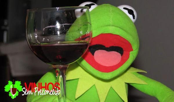 Rindo Dos Rotulos Dos Vinhos Bebidas Vinhos Meme De Vinho Memes De Vinho Sapo Meme