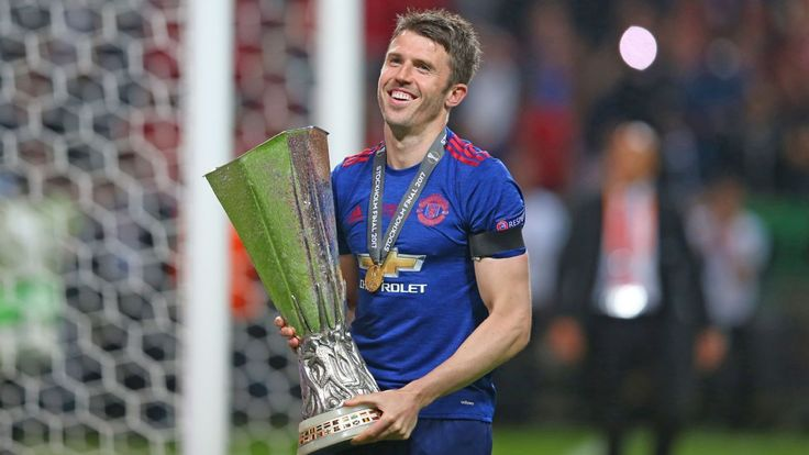 Michael Carrick signs new one-year deal to stay with Manchester United