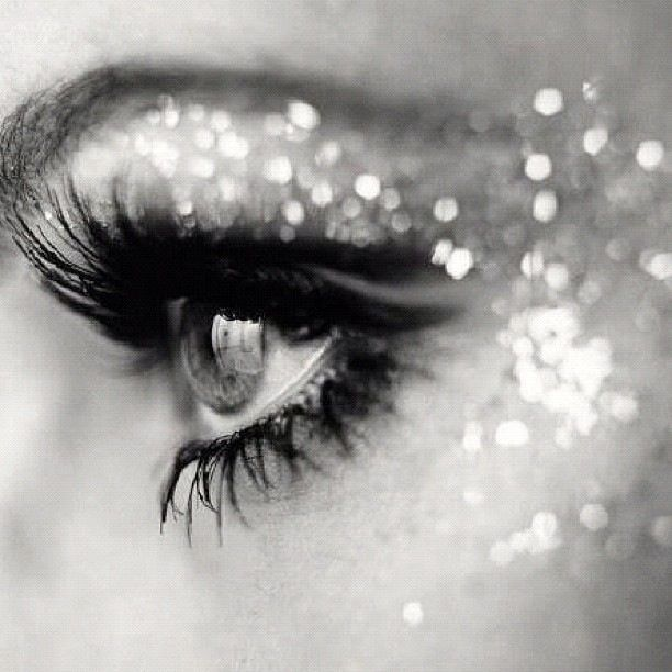 The way the lighting hits the glitter in her makeup creates sparkle.