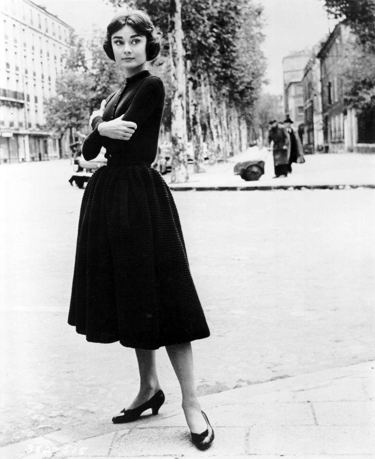 7ad2cab2cbf 1957, Audrey Hepburn photographed by Sam Shaw, in Paris, France | Audrey  Hepburn 1957 - 1959 | Audrey hepburn photos, Audrey hepburn, Audrey hepburn  style