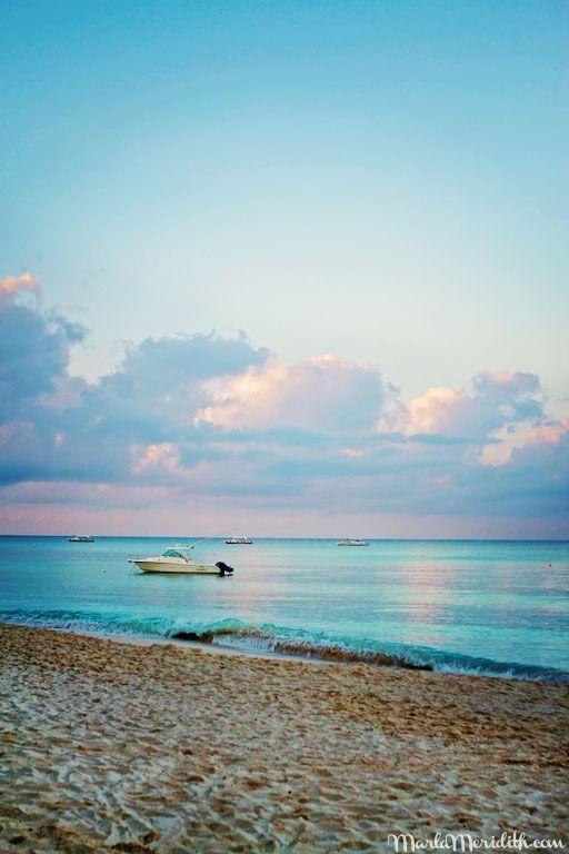 Seven Mile Beach   Grand Cayman Island