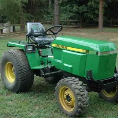 JOHN DEERE 655, 755, 855, 955, 756 AND 856 COMPACT Tractor