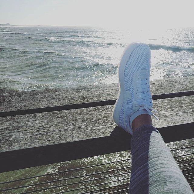 Chillings with my shoes! They are made for walking 👌 #nike #nikeair #white #whiteisthenewblack #wit #schoenen #sea #zee #beach #strand #zon #sun #love #summer #zomer #liefde #sportschoenen #nikes #follow4follow