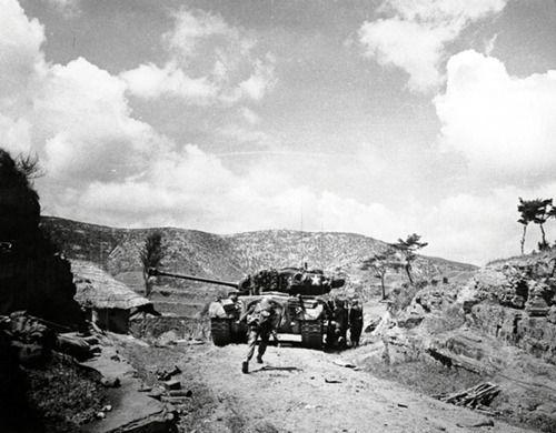 1950  US Marines with a M26 Pershing tank, Masan, Korea