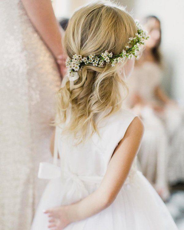 Die 20 Bezauberndsten Ideen Fur Blumenmadchen Frisuren Kommunion Frisur Madchen Hochzeit Frisuren Blumenkranz Frisur Blumenkranz