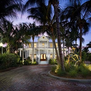 Follow the historical brick road to Key West's 8th Ranked Hotel the Parrot Key for a two night stay, the island's newest waterfront boutique hotel. This resort has the largest guest rooms on the island. For the ultimate in relaxing Parrot Key is the perfect place to  begin your day, or start your evening in the Southernmost City.