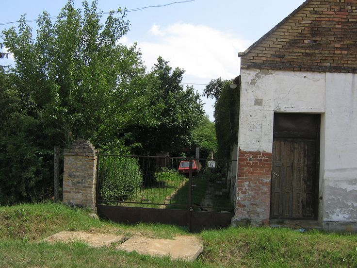 What used to be Grandmothers house, my father grew up here. (Photo was taken on 05-july-2009)