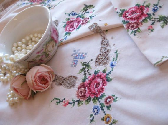 Roses Crosswork Tablecloth  Needlework Inserts by mailordervintage