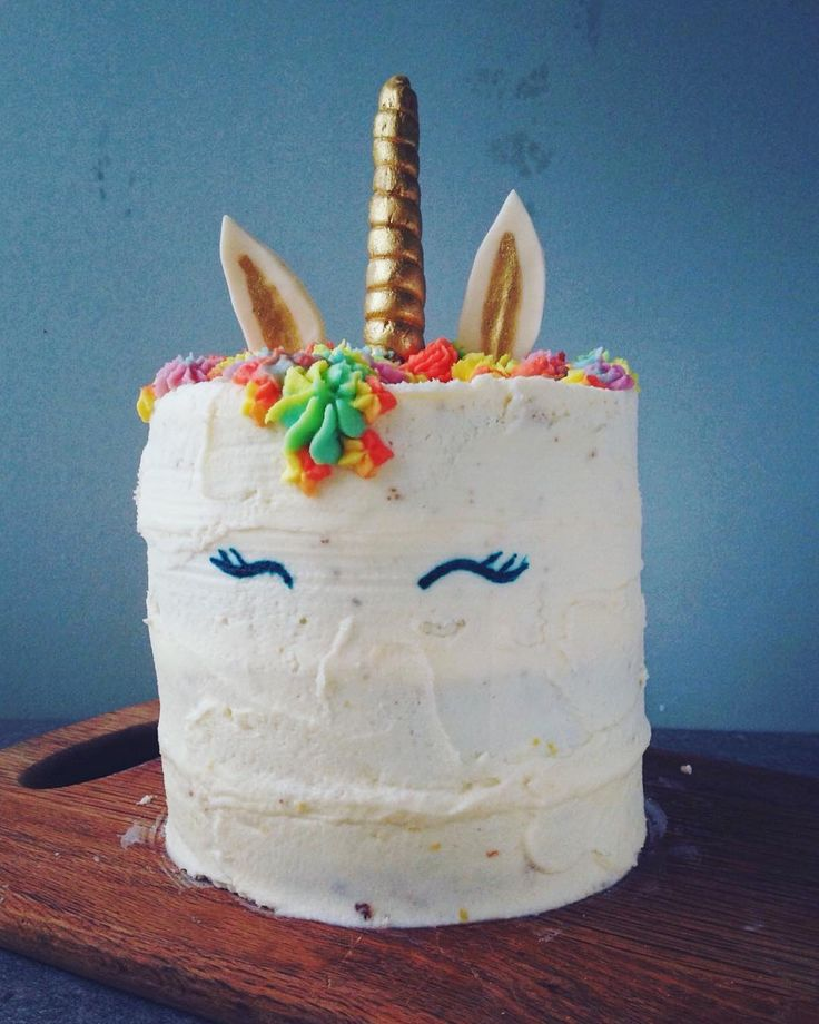 So please with the Rainbow Unicorn Cake I made for my Boyfriend's birthday this year! Four layers of White Chocolate Mud cake filled with tangy lemon curd and covered in vanilla butter cream. Decorated with a rainbow mane, a glittery fondant horn and hand painted eyes.