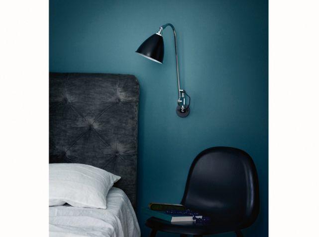 murs bleu pétrole à associer avec accessoires et linge de lit jaune moutarde, beige et motifs zebre/léopard