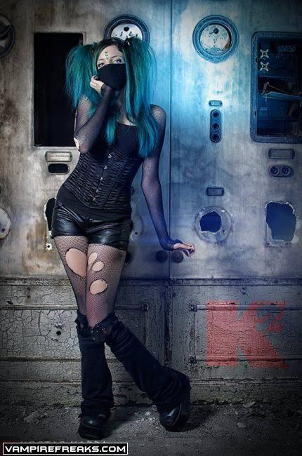 Vampirefreaks model Absynthia Stacy. Smoking hot #Goth girl!