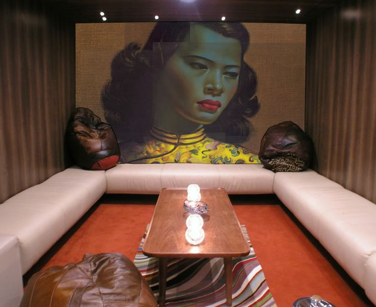 Oversized Tretchikoff in the basement bar Trailer Happiness in Notting Hill (London)