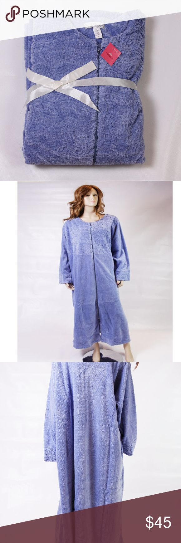 NWT BATH & ROBE CHENILLE ROBE SIZE 2 X BRAND NEW WITH TAG AND ORIGINAL PACKAGING!   THIS IS A CHENILLE COTTON ZIPPER FRONT SKY BLUE ROBE    FULL LENGTH 2 X   BEAUTIFUL ROBE THAT IS VERY SOFT,   WAS REMOVED FROM PLASTIC BAG TO BE PHOTOGRAPHED.    SMOKE-FREE-HOME Bath & Robe Intimates & Sleepwear Robes