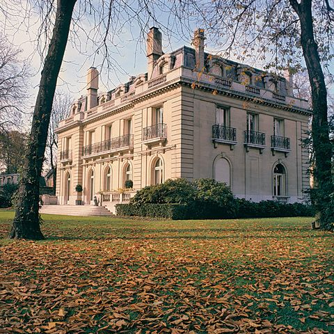 Paris home of the Duke and Duchess of Windsor. Villa Windsor located at 4 Route du Champ d'Entraînement in the Bois de Boulogne, a large park. The house is owned by the city of Paris and was leased to the Windsors at a nominal rent from 1952 to 1986.
