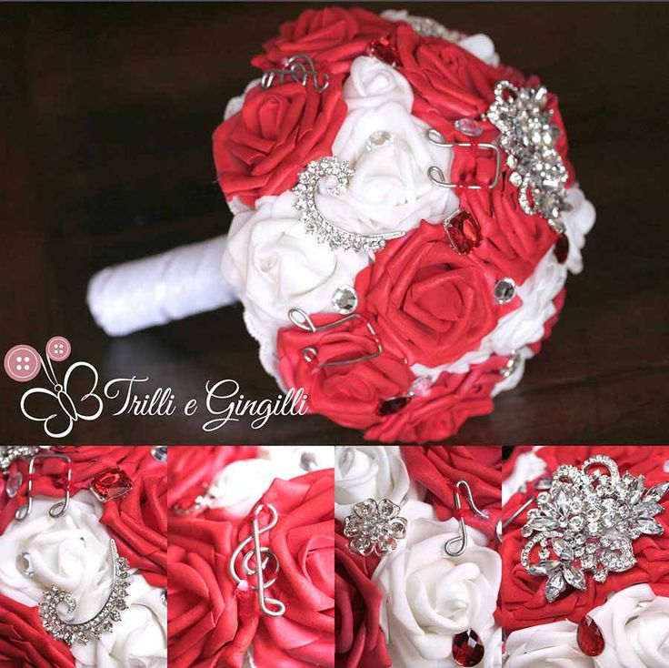 Bouquet gioiello con rose rosse e bianche e note musicali. Alternative bouquet for music themed wedding with notes.  #bouquet #wedding